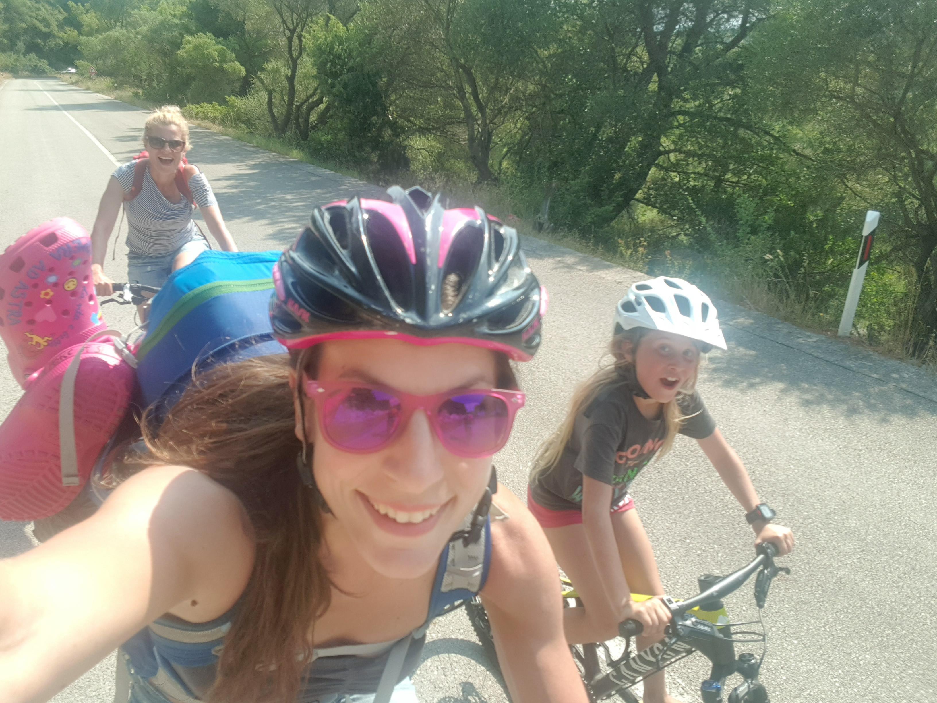 Svi na bicikli :)